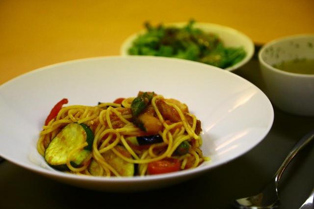 画像: おすすめメニュー④夏野菜のトマトパスタ/1200円