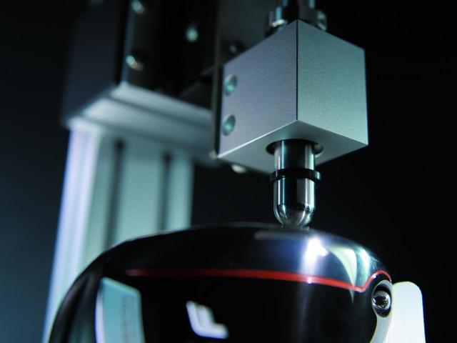 画像: フェース面の数値は簡易CT測定器で全品検査・管理