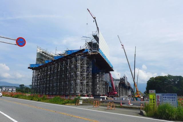 画像: 御殿場付近の新東名高速道路の工事進捗状況。2020年の開通が待ち遠しい(写真2018年7月)