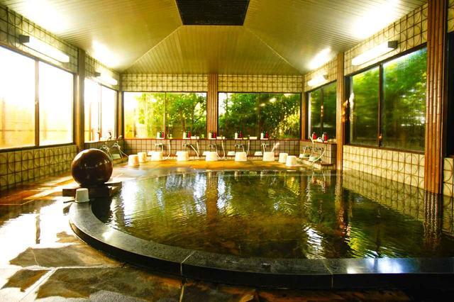 画像: 男性用浴室。「フレンド鉱泉」は好評