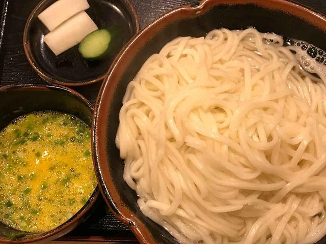 画像: 生卵とワサビを入れたツユは、優しいながらも刺激的。五味八珍 宮崎県宮崎市中央通2-29 TEL.0985-20-7786