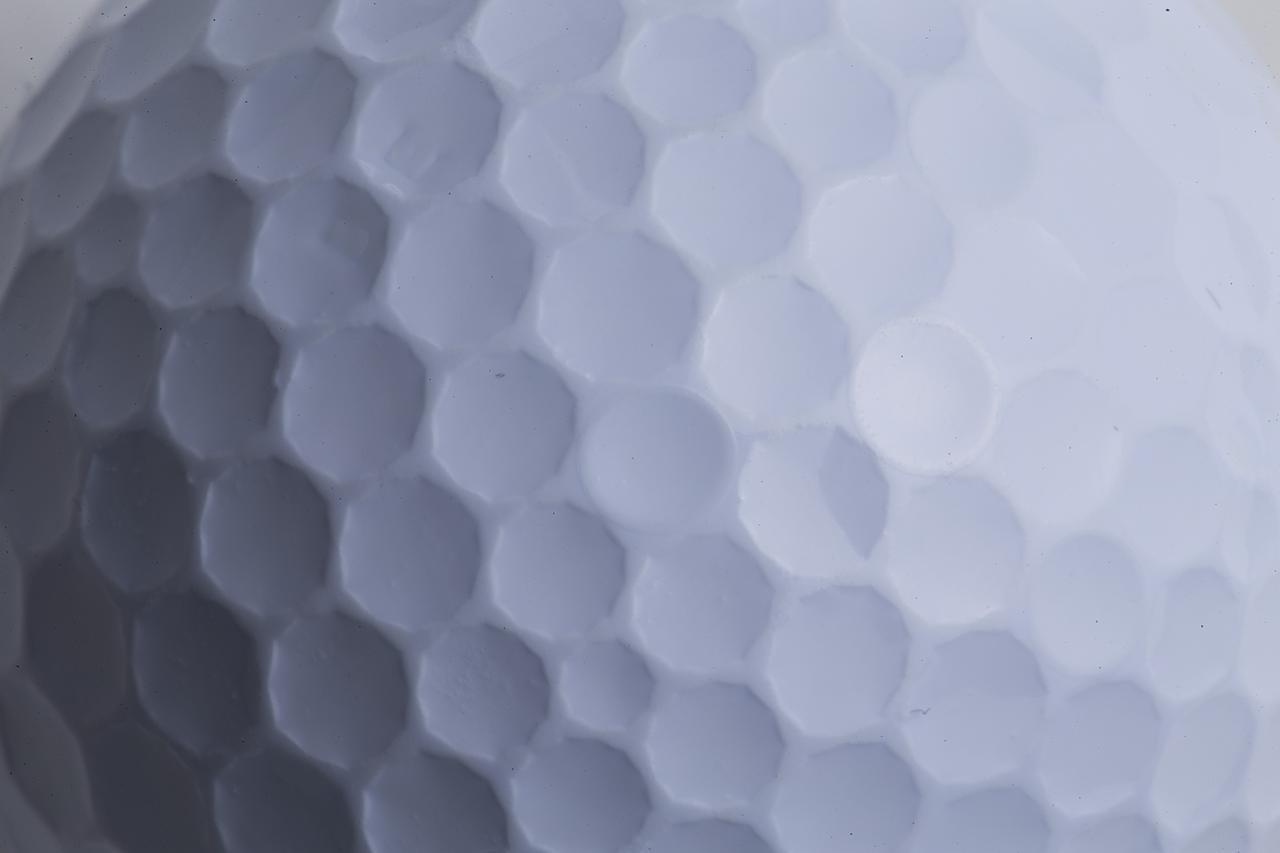 画像: 648個のデルタウィング形状がディンプルの輪郭を形成。落ち際まで強い弾道を持続する