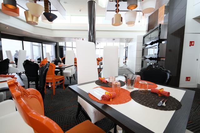 画像: 有料で利用できるスペシャルレストランも充実!(写真:セレブリティ・ミレニアム 創作レストラン「クイジーヌ」)
