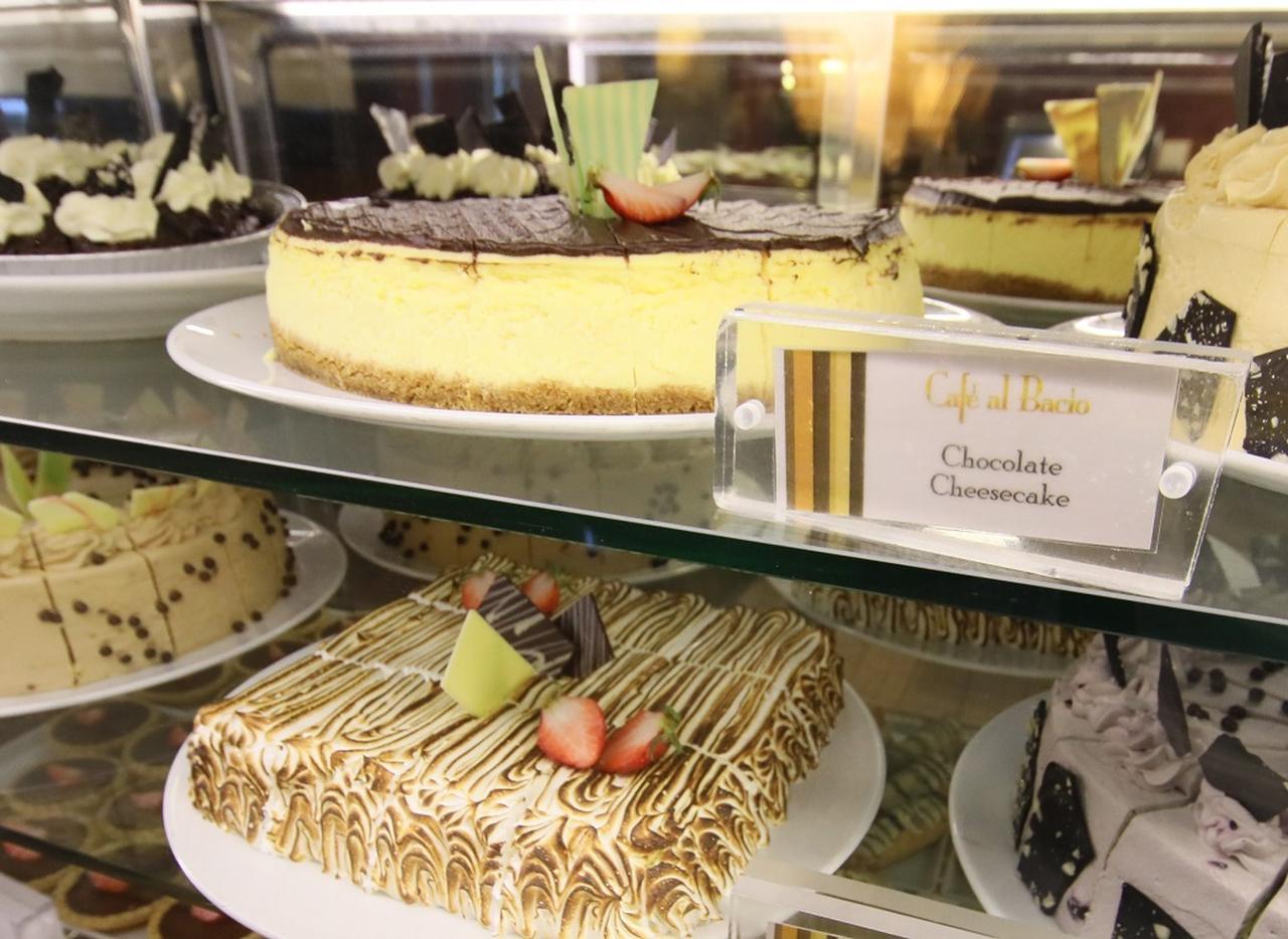 画像: 船内で焼かれているケーキももちろんFREE! ただし、食べすぎにはご注意を!(写真:セレブリティ・ミレニアム)