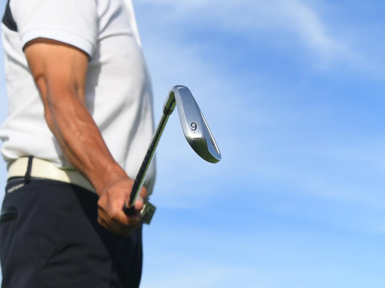 画像: 夏ゴルフに9Iは鬼に金棒。9Iは適度なロフトがあるため、ボールをつかまえやすい。つまり方向性がいい。ミスの少ないクラブこそ最強の武器にふさわしい