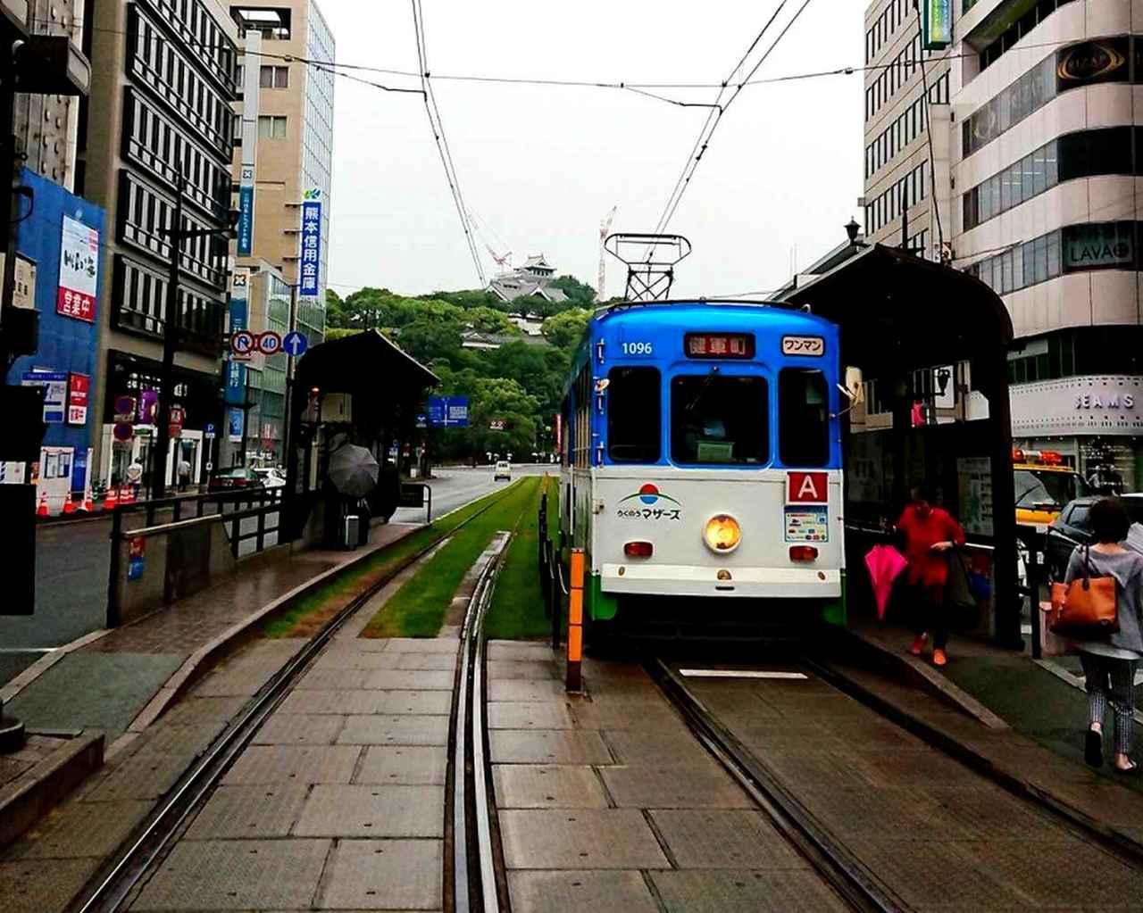 画像: 路面電車がまだ走る熊本市内