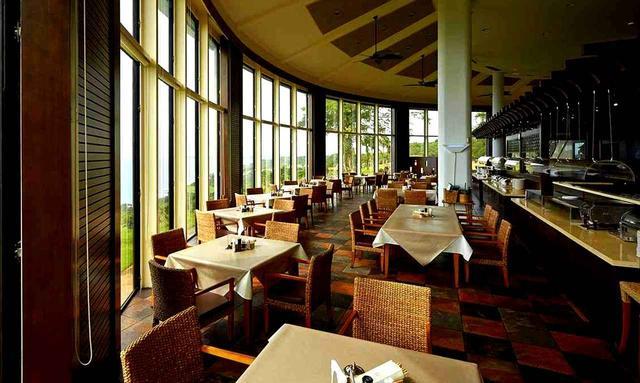 画像: オンワードマンギラオゴルフクラブ 海を望むクラブハウス