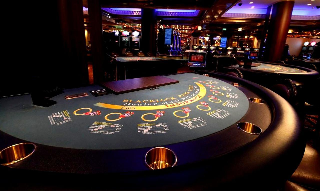 画像: ゴルフの後は、大人の社交場・カジノで運試しにもチャレンジ!