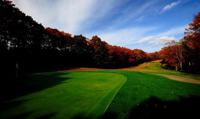 画像: 秋の大沼レイクゴルフクラブ(函館)はすでに紅葉のシーズン。紅葉狩りゴルフが楽しめる。