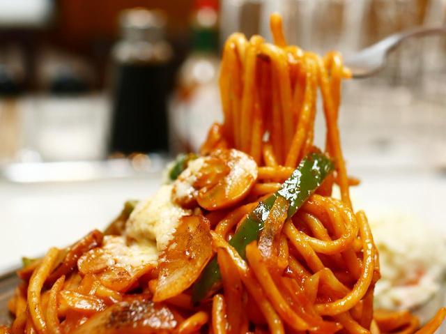 画像2: 極太のスパゲティを前夜に茹でモッチリ感を出す