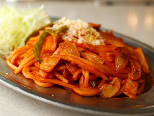 画像1: 極太のスパゲティを前夜に茹でモッチリ感を出す
