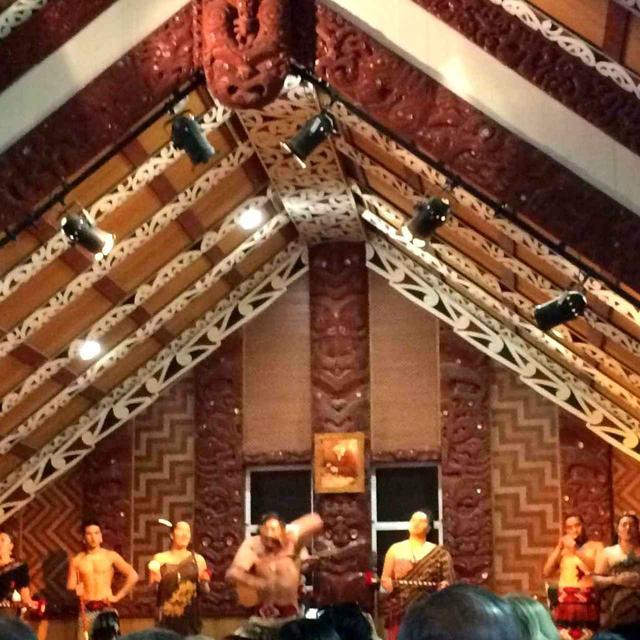 画像: デプイアのマオリショー。ニュージーランドの先住民族、マオリ伝統の舞を堪能ください