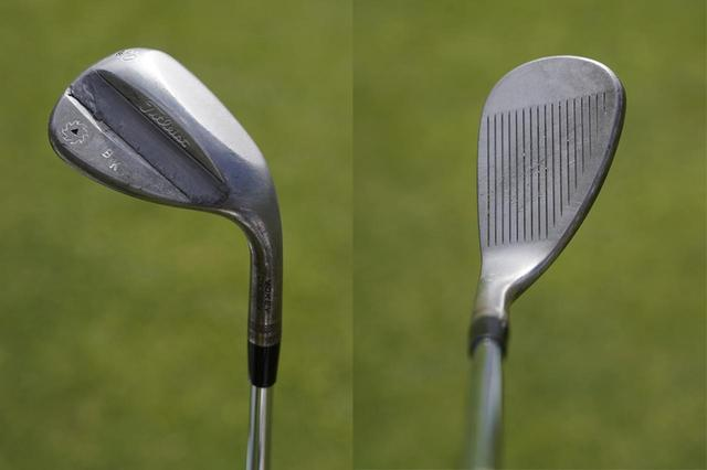 画像: 60 度はMグラインドソール。ロフトを起こしながら打つことでスピンを強められる(写真左)、フェースを開いて構えても違和感の出ない、ティアドロップ形状が安心感を生む
