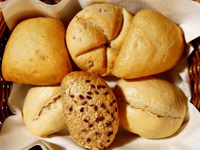 画像: フランスから直輸入されたパン粉を使用