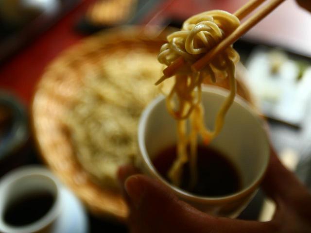 画像3: 清里に来たら「長坂翁」詣。清冽な水に洗われた色白美人の蕎麦は喉ごし極楽