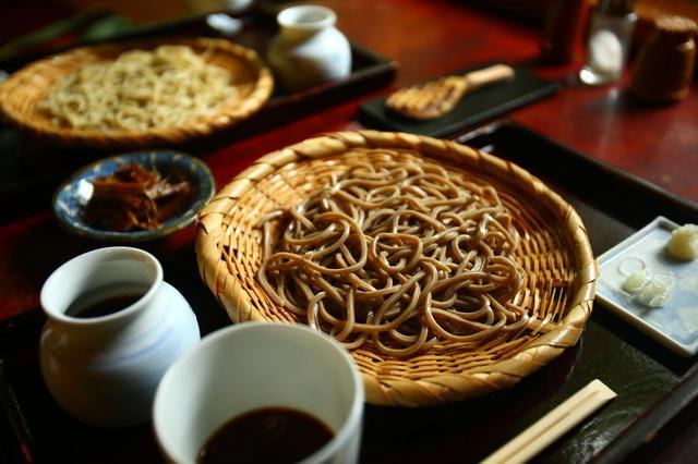 画像1: 清里に来たら「長坂翁」詣。清冽な水に洗われた色白美人の蕎麦は喉ごし極楽