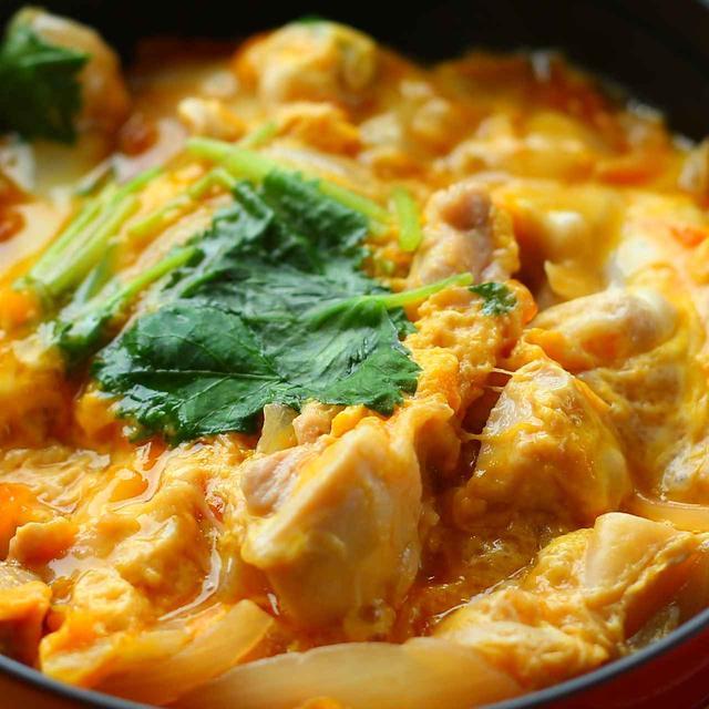 画像: クラブハウスグルメは黒富士農場のオーガニック卵を使った親子丼は濃厚で美味!