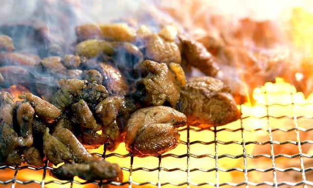画像: 宮崎地鶏は炭火焼きで!