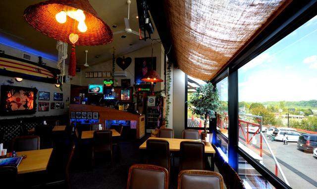 画像: 高台の見晴らしのいいクラブハウスのレストラン