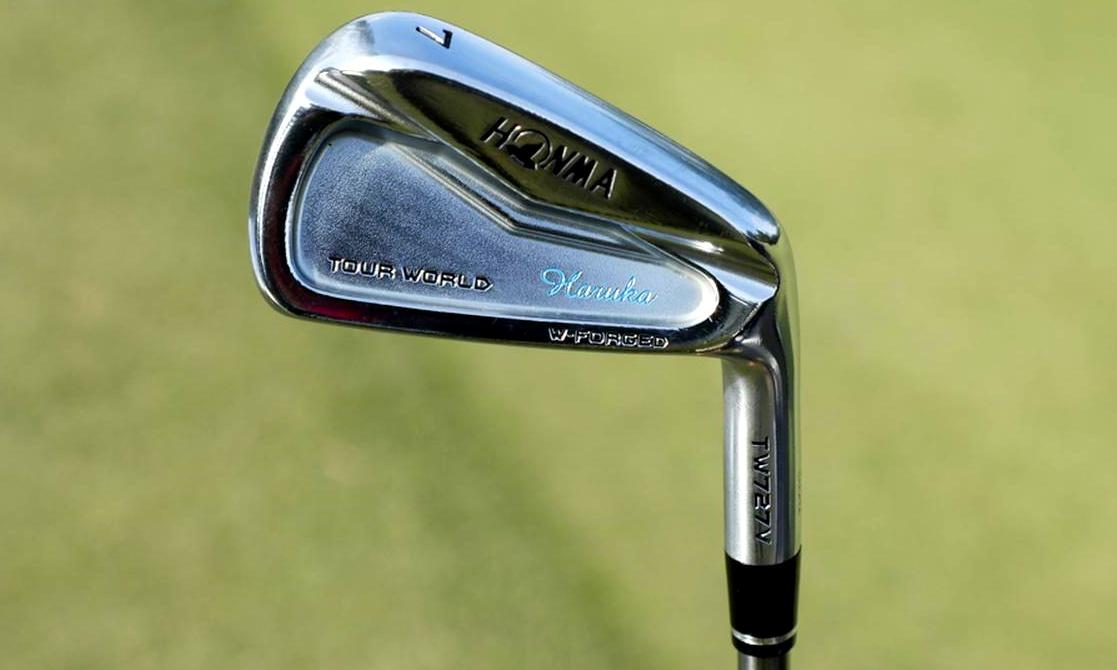 画像: アイアンは縦の距離が合わせやすい軟鉄鍛造モデル。打感の柔らかさは本間ゴルフが得意とするところ