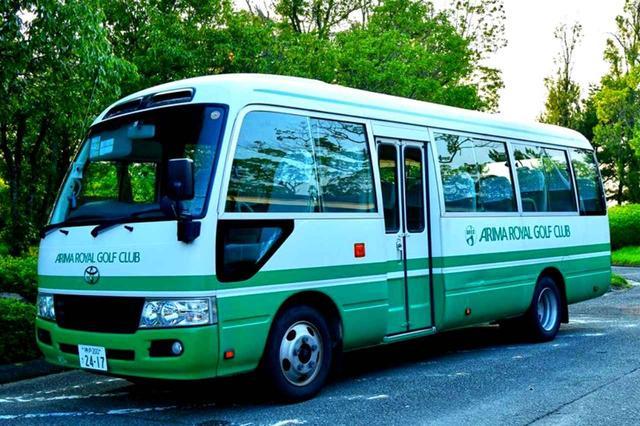 画像: JR三田駅とコースを往復するクラブバス。要予約