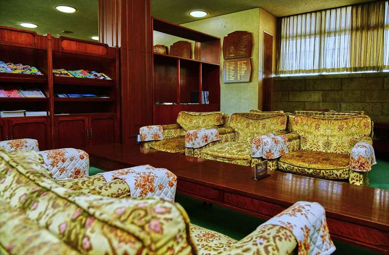 画像: クラブハウス2階のレストランわきにある応接室
