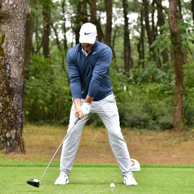 画像2: 【ブルックス・ケプカ】左足で踏み込んで、左ひざを伸ばして打つ。地面反力のお手本スウィング!