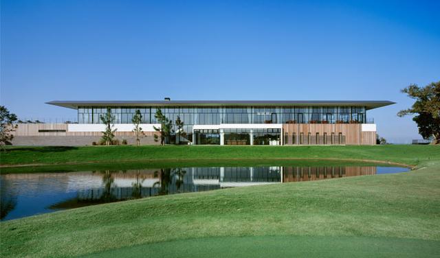 画像: コース脇に別荘が立ち並ぶ「ブリストルヒルゴルフクラブ」