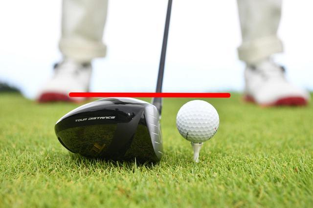 画像: 「低弾道を打つときはクラウンからボールが出ない高さにセットすれば、ボールを上から叩きやすくなります」