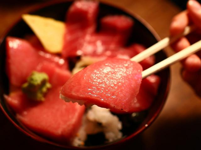 画像: 極上品!クロマグロ 大トロ&中トロ ハーフ丼 3950円