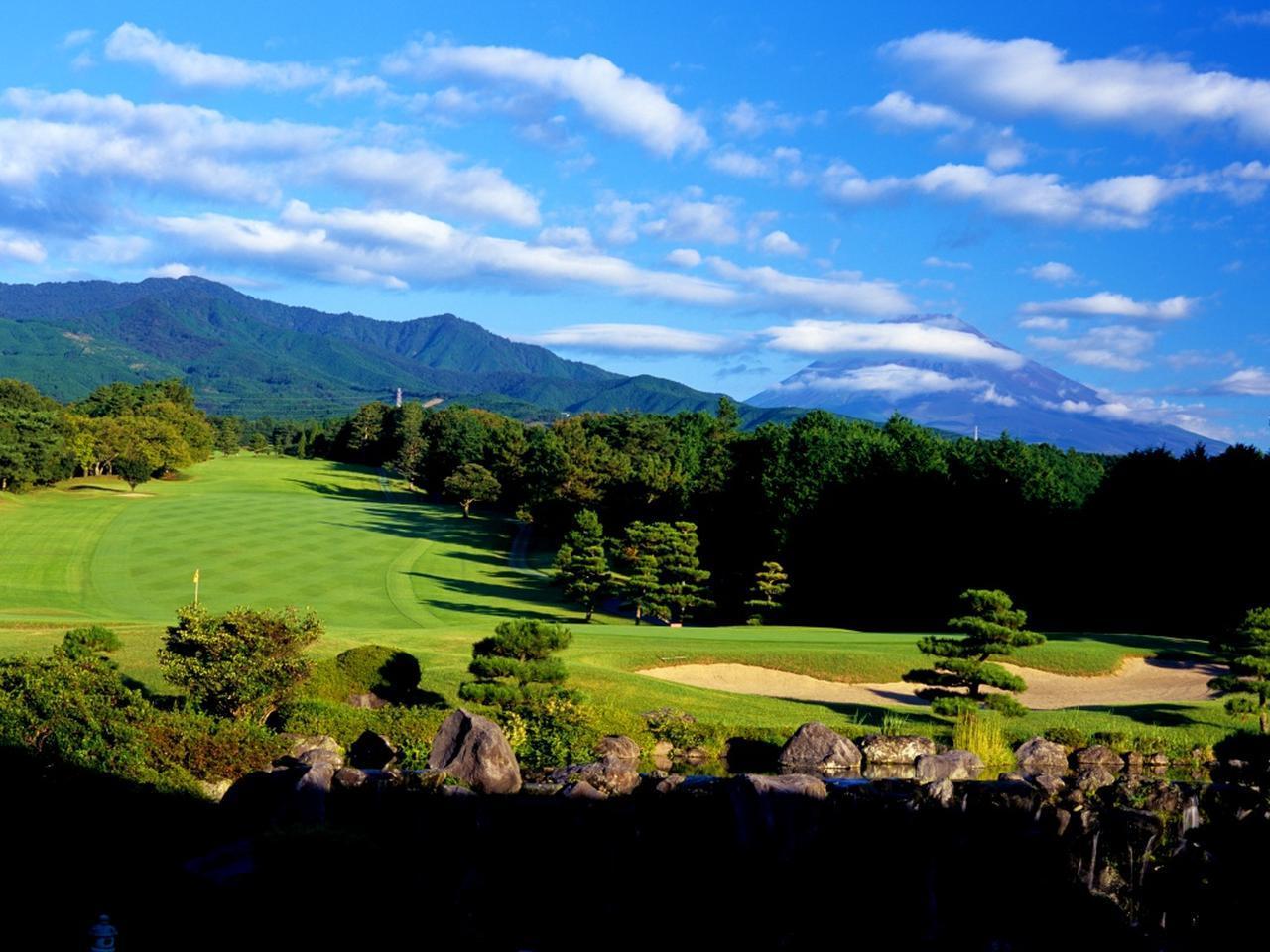 画像: 富士山の裾野に広がる27H。スタンレーレディストーナメント(10/5~10/7開催)の会場