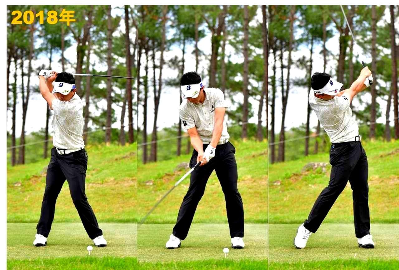 画像: スタンスが広くなり、頭がつねに後方(体の右サイド)にある。そのぶん振り切りが強くなる
