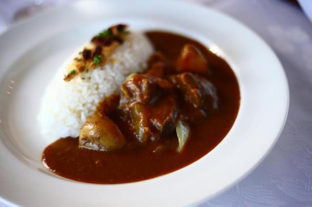 画像: 8種類のスパイスを混合したこだわりカレーは20年以上続く伝統の味。