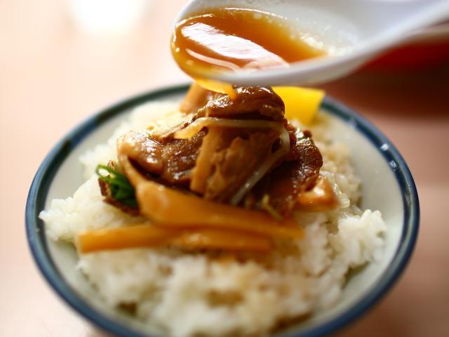 画像: 【徳島ラーメン】スープはとんこつ醤油だが、白系、黄系、茶系に分かれる。ゴルフ場G麺ご当地ラーメンレポ
