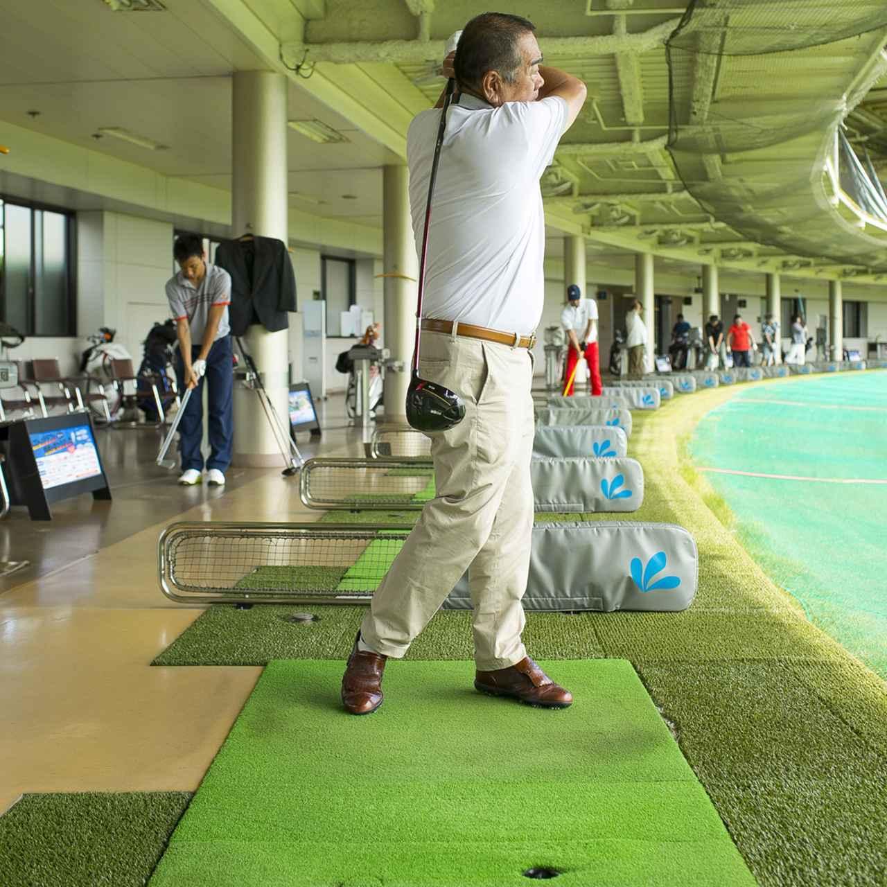 画像5: ベテランゴルファーだけあって、スウィングはまとまっているように見えるが…当たってもスライスするから、思い切って振れないという平瀬さん