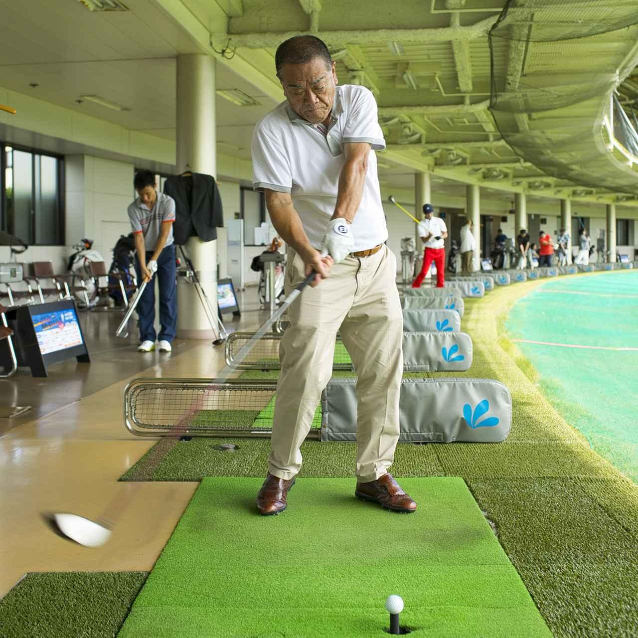 画像3: ベテランゴルファーだけあって、スウィングはまとまっているように見えるが…当たってもスライスするから、思い切って振れないという平瀬さん