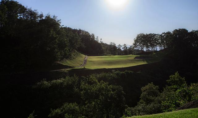 画像: ザ・ナショナルカントリー倶楽部埼玉 2番 199Y P3 谷越えの距離のあるホール