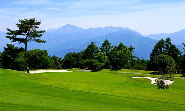 画像: 八ヶ岳の裾野、標高1300mにある富士見高原ゴルフコースは爽やかな高原リゾート。洋芝のフェアウェイは広く、L93ベントの2グリーンはつねに高速の仕上がり