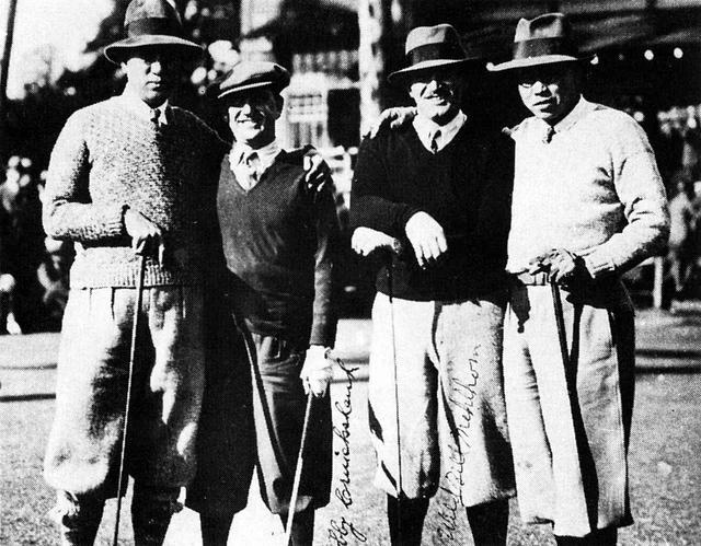 画像: 右端が赤星四郎、左端が弟の六郎。六郎の米国時代のゴルフの師であるボビー・クルックシャンク(左から二人目)が来日した際の1枚