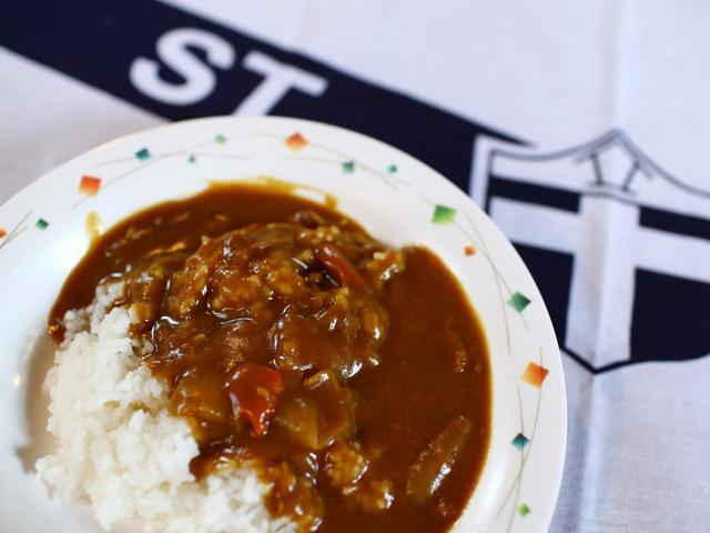 画像: 立教大学の「カレーライス」。お皿がおしゃれ。立教らしい上品な味