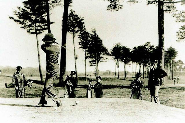 画像: 昭和13年頃のプレー風景。ホールは6番
