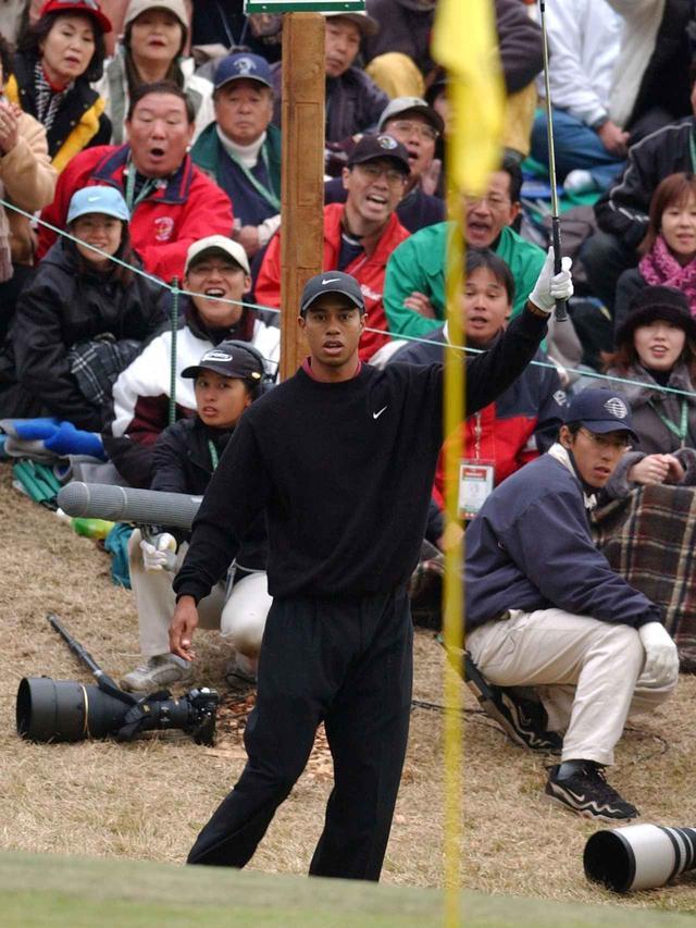 画像: 太平洋クラブ御殿場コース2001年ワールドカップ タイガーが奇跡のチップインイーグル