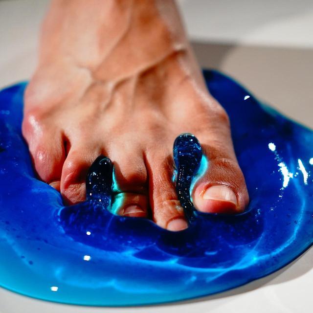 画像: しっかりした土台を作るには、足の指で地面を掴み、ひざ下を動かさないくらいのイメージが大切