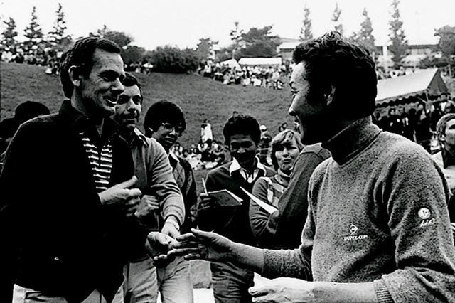 画像: 昭和53年各国の男女プロによるミックスダブルスが行なわれた。左はデビット・グラハムとトニー・ジャクリン、右は青木功