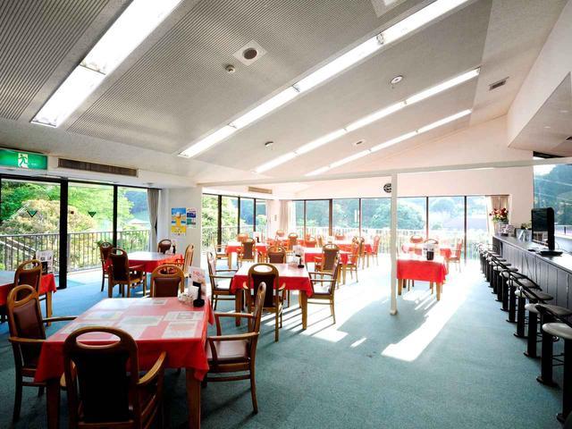 画像: 開放感抜群のカフェレストラン。お食事のみのお客様も大歓迎!とのこと