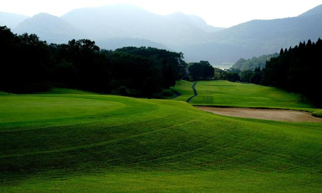 画像: 耶馬日田英彦山国定公園内に広がる丘陵コース、湯布院カントリークラブ
