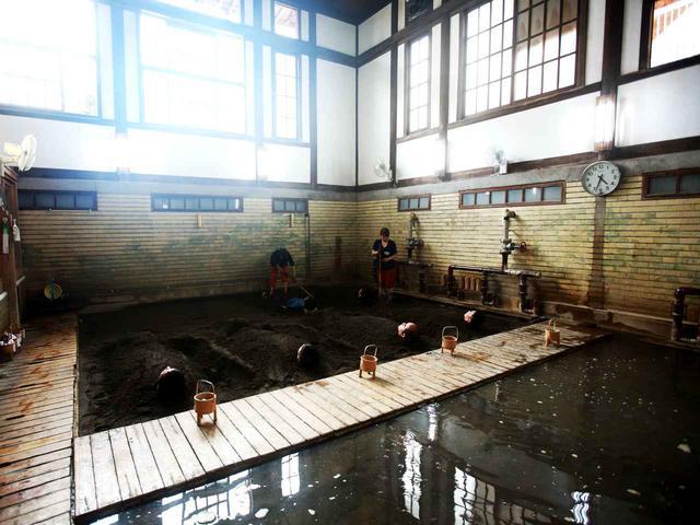 画像: 泉質/炭酸水素塩泉・塩化物泉 昭和初期に建てられた風呂は情緒がある