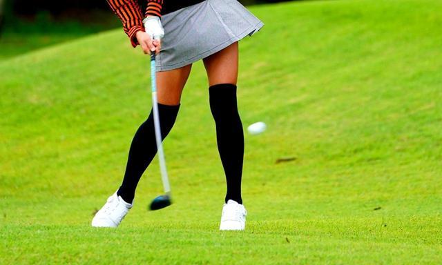 画像: ラフの芝生は30ミリと短め、女性でも打ちやすい。ボールが沈んでロストボールになることもありません
