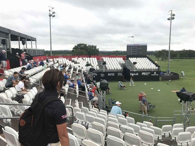 画像: [Winstar Golf Club]会場では小雨の中、オープンディビジョンの試合中