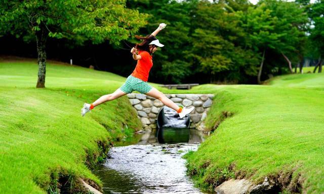 画像: ゴルファーの皆さま、真似しないでください!!